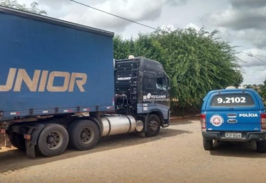 Carreta roubada é recuperada em Ribeira do Pombal